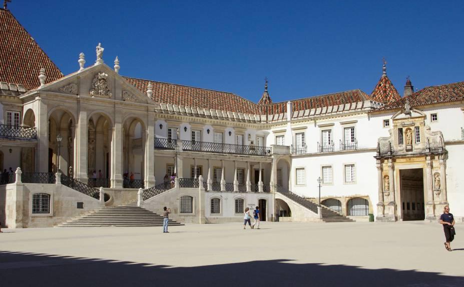 """<strong><a href=""""http://viajeaqui.abril.com.br/estabelecimentos/portugal-coimbra-atracao-universidade-de-coimbra"""" rel=""""Universidade de Coimbra"""" target=""""_blank"""">Universidade de Coimbra</a>- <a href=""""http://viajeaqui.abril.com.br/cidades/portugal-coimbra"""" rel=""""Coimbra"""" target=""""_blank"""">Coimbra</a></strong>        A mais antiga universidade de Portugal sobrevive. Até mesmo os ares de cidade universitária circulam a pleno vapor com o vai e vem dos estudantes. A ala antiga da universidade é tão encantadora e importante quanto qualquer centro histórico relevante de Portugal. O Pátio das Escolas, a Porta Férrea e Torre do Relógio merecem destaque"""