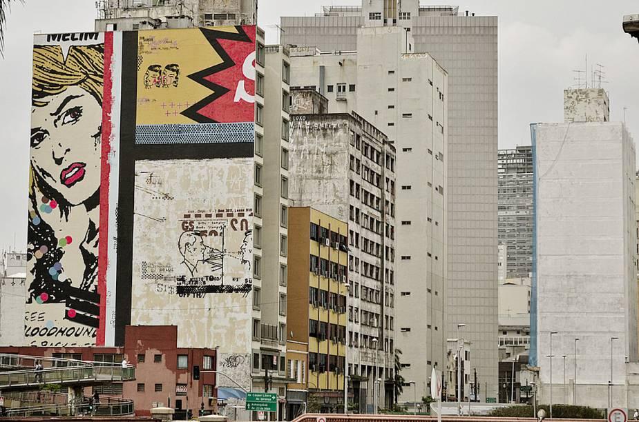 Bem na direção da Pinacoteca é possível observar em um prédio, na Avenida Prestes Maia, o painel pintado pelo artista Daniel Melim que reproduz o estilo Pop Art do estado-unidense Roy Lichtenstein. Hoje o local já é um ponto de referência na cidade e rende belos cliques para o Instagram.