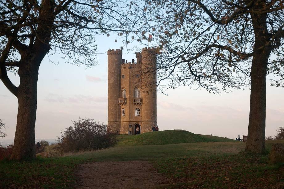 A Broadway Tower, na cidade homônima, é uma torre do século 18 que promete as mais belas vistas da região