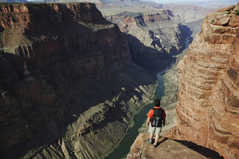 A 195 quilômetros de Las Vegas, o Grand Canyon pode ser visto de várias maneiras: a pé, de barco ou até de helicóptero. São inúmeros os passeios ofertados entre as suas belas paisagens, ideais para os amantes da natureza e que não dispensam uma aventura