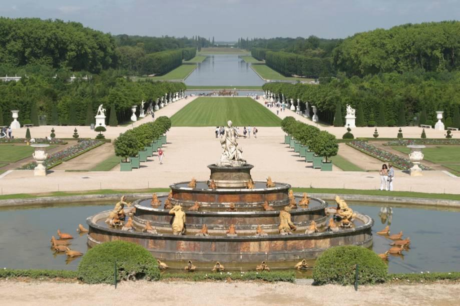 Louco por luxo, o Rei Luís XIV contratou o paisagista André Lê Nôtre para criar os imbatíveis jardins do Palácio de Versalhes