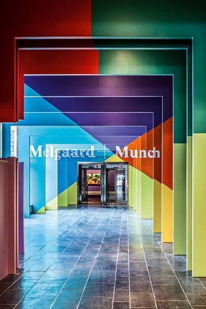"""<a href=""""http://munchmuseet.no/"""" rel=""""Munch Museet"""" target=""""_blank""""><strong>Munch Museet</strong></a>Embora guarde duas versões de <em>O Grito,</em>o museu prioriza a exibição dos trabalhos de Munch que rendem mostras combinadas com outros grandes artistas, o que pode excluir a famosa obra-prima das paredes. Em cartaz até 29 de maio de 2016, a mostra <em>Mapplethorpe + Munch</em>traça um paralelo entre as obras do norueguês e do cultuado fotógrafo americanoRobert Mapplethorpe. <em>(NOK 100, cerca de US$ 11,60)</em>"""