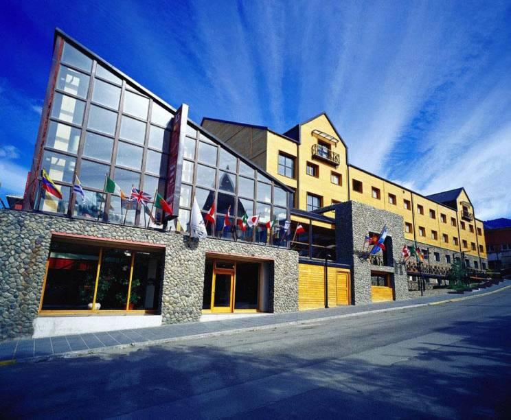 O hotel cinco estrelas Albatros fica de frente para o Canal de Beagle. Conta com spa e um dos restaurantes mais bonitos da cidade, o Gustino