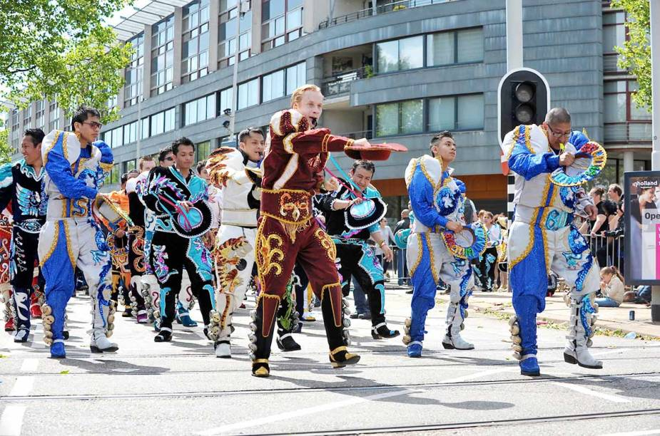 <strong>Roterdã Unlimited </strong>    O festival cultural acontece em julho a partir do dia 18 e vai até o dia 20. O desfile do Carnaval de Verão é uma das atrações. O desfile acontece em meio à batalha dos bumbos, ao desfile de rua e à 'eleição da rainha'.