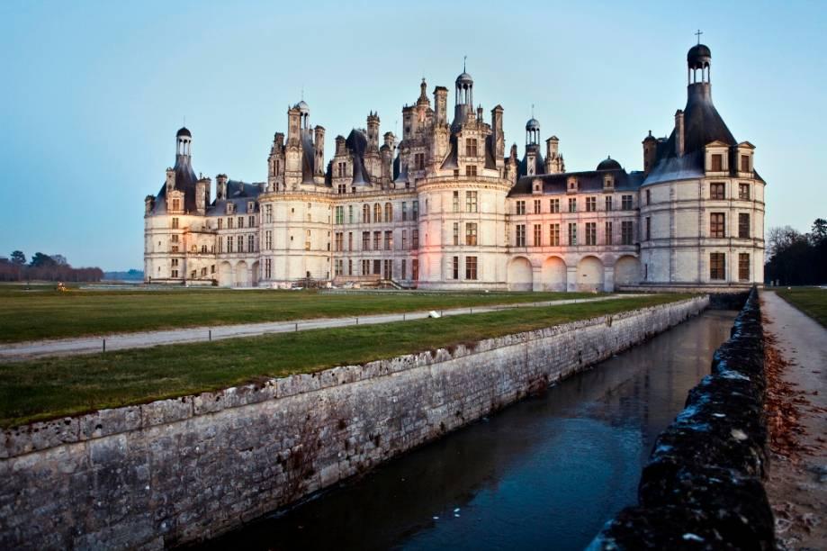 O château du Chambord, antigo pavilhão de caça transformado em um dos mais espetaculares castelos do vale do Loire por Francisco I, é uma das grandes atrações da região. A grande escadaria central e o quarto do rei, ricamente decorado em veludo, são dois dois dos maiores destaques do château
