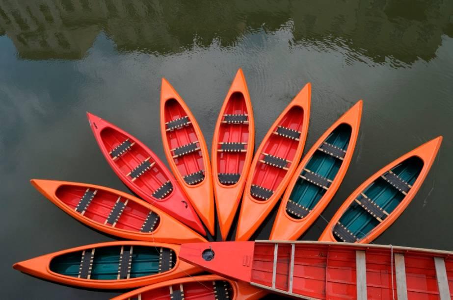 Botes no rio Liublianica, em Liubliana