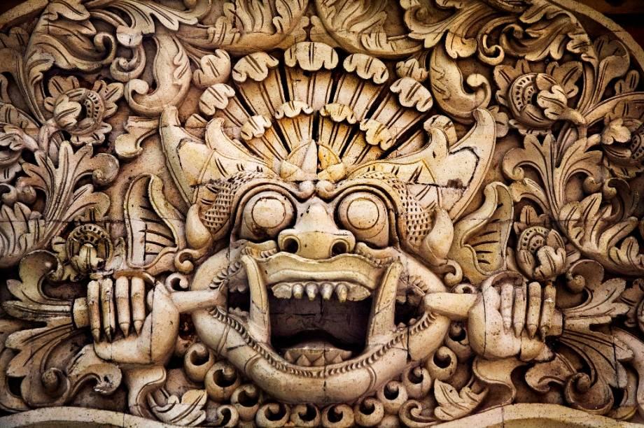 Fortemente influenciada pela cultura hindu-javanesa, as artes manuais de Bali floresceram no século 20. Com o crescente mercado exportador, os produtos da ilha hoje decoram não só templos e hotéis locais, mas também restaurantes e casas ao redor do mundo