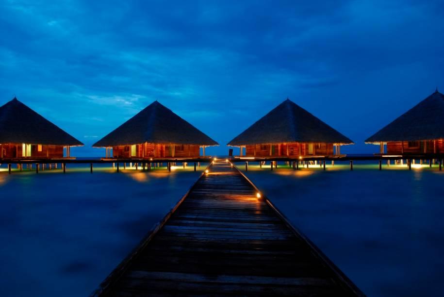 Um dos meios mais procurados para a hospedagem de casais nas Ilhas Maldivas são os bangalôs sobre os atóis de coral. Tranquilos e românticos, alguns deles são o que há de mais charmoso no arquipélago
