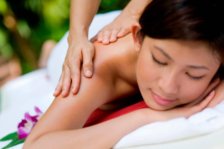 Apesar do sentido erotizado que ganhou no Ocidente, a massagem tailandesa é uma das melhores terapias corporais na trilha dos turistas. Um dos lugares mais sérios e interessantes para se experimentar uma recauchutagem em músculos e juntas é na escola de massagem do templo Wat Pho, em Bangcoc