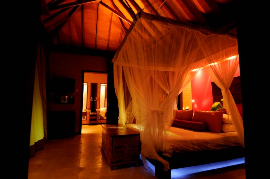 Quarto de bangalô nas Ilhas Maldivas. Hoje o turismo é a principal fonte de renda do país