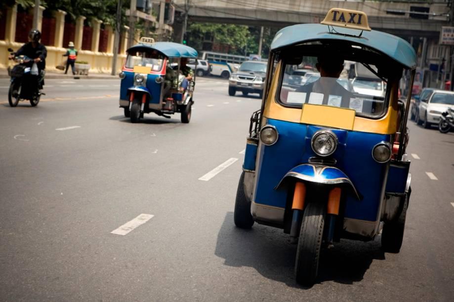 O som alto e as manobras doidas aporrinham qualquer um, mas o táxi tuc-tuc é uma mão na roda para viagens rápidas pelas ruas de Bangcoc