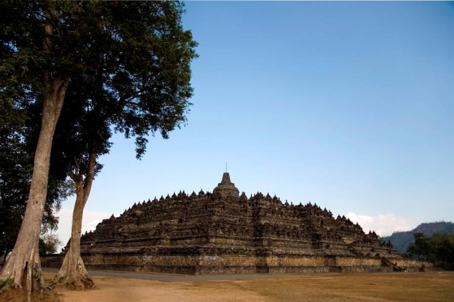 Localizado na ilha de Java, Borobodur é um dos poucos traços da dominante religião budista na Indonésia. Hoje predominantemente muçulmano, com minorias cristãs e hindus, o país possui poucos budistas quando comparado a seus vizinhos do sudeste asiático