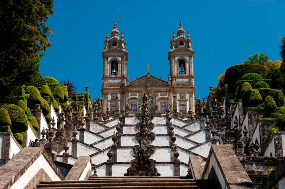 A igreja neoclássica de Bom Jesus do Monte, em Braga, Portugal, e sua escadaria barroca foram a inspiração direta do santuário de Bom Jesus de Matosinhos, em Congonhas, Minas Gerais. Tema central dos dois templos, os passos da Paixão estão representados de forma comovente