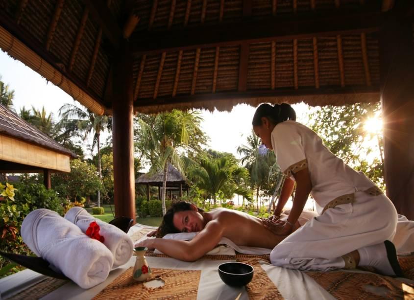Como se não bastassem o clima relaxante e as belas praias, Bali possui uma escola de massagem baseada em movimentos vigorosos e óleos revigorantes. Boa parte dos hotéis possuem acordos com spas e essa é uma experiência que vale cada centavo