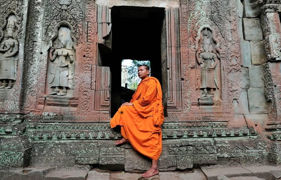 De origem hindu, os primeiros edifícios em Angkor Wat foram construídos no século 12, passando posteriormente a ser um centro religioso budista