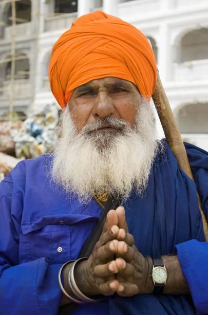 Barba espessa e turbante colorido: muito prazer, senhor sikh