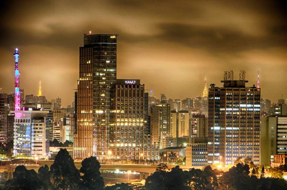 """<strong>2. <a href=""""http://viajeaqui.abril.com.br/cidades/br-sp-sao-paulo"""" rel=""""São Paulo"""" target=""""_blank"""">São Paulo</a></strong>É possível passar um ano em <a href=""""http://viajeaqui.abril.com.br/cidades/br-sp-sao-paulo"""" rel=""""São Paulo"""" target=""""_blank"""">São Paulo</a> e não conhecer todos os passeios e peculiaridades que a cidade dispõe. Mas, com um roteiro bem planejado, consegue-se explorar bem os principais pontos da cidade em um final de semana. Conhecer ícones do centro da cidade como o <a href=""""http://viajeaqui.abril.com.br/estabelecimentos/br-sp-sao-paulo-atracao-pateo-do-collegio"""" rel=""""Patteo do Collegio"""" target=""""_blank"""">Patteo do Collegio</a>, <a href=""""http://viajeaqui.abril.com.br/estabelecimentos/br-sp-sao-paulo-atracao-mercado-municipal-paulistano"""" rel=""""Mercado Municipal """" target=""""_blank"""">Mercado Municipal </a>e <a href=""""http://viajeaqui.abril.com.br/estabelecimentos/br-sp-sao-paulo-atracao-estacao-da-luz"""" rel=""""Estação da Luz"""" target=""""_blank"""">Estação da Luz</a>, seguindo para a <a href=""""http://viajeaqui.abril.com.br/estabelecimentos/br-sp-sao-paulo-atracao-avenida-paulista"""" rel=""""Avenida Paulista"""" target=""""_blank"""">Avenida Paulista</a>, são os os principais itens do roteiro.Leia nosso guia de<a href=""""http://viajeaqui.abril.com.br/materias/48-horas-em-sao-paulo"""" rel=""""48 horas em São Paulo"""" target=""""_blank""""><strong>48 horas em São Paulo</strong></a> para mais informações"""