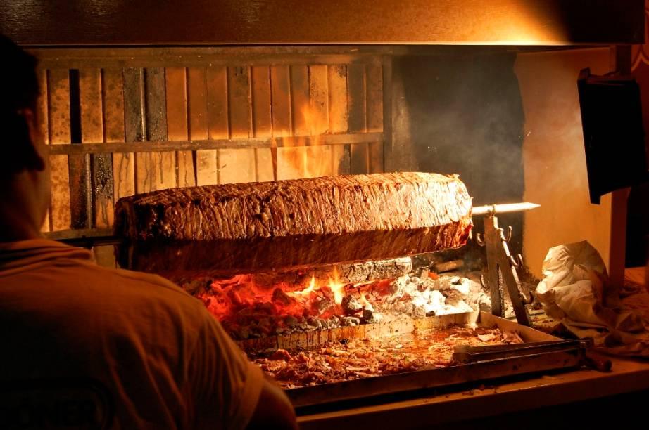 O doner kebab é um símbolo da baixa gastronomia de Istambul