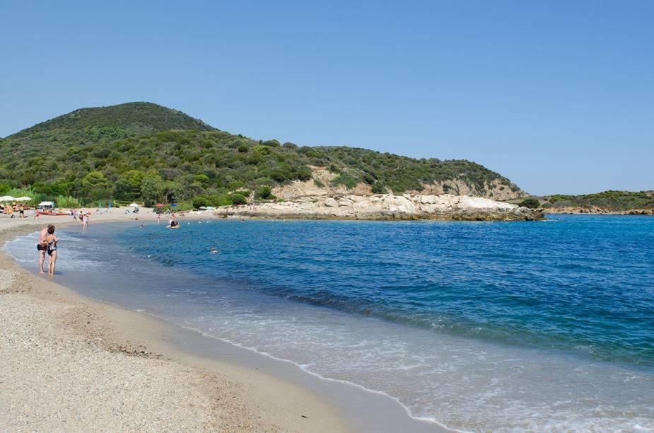 "Praia na Sardenha próxima a <a href=""http://viajeaqui.abril.com.br/cidades/italia-cagliari"" rel=""Cagliari"">Cagliari</a>"