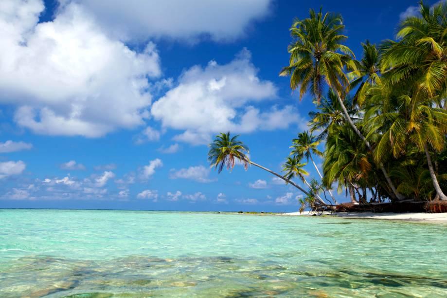 O arquipélago das Maldivas é formado por 1.192 ilhas, das quais 200 são habitadas. Encravadas nas águas mornas do Oceano Índico, seus recifes abrigam centenas de espécies de animais