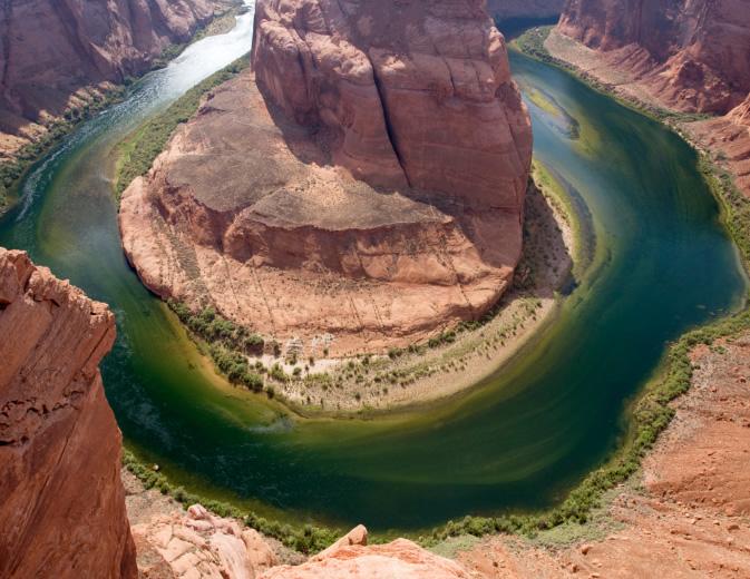 O Grand Canyon, nos arredores de Las Vegas, tem 446 quilômetros de extensão e platôs que chegam a quase 2 mil metros de altura. Imponente, ele é o cânion mais famoso dos Estados Unidos e está entre os mais importantes do mundo