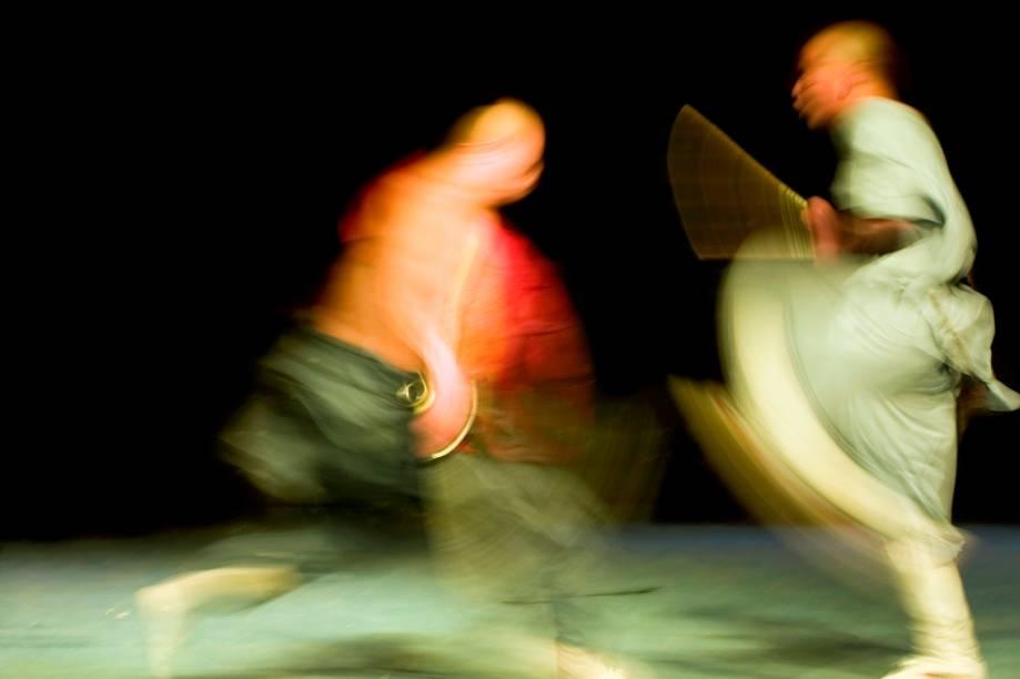 A China possui uma longa e fundamental história no desenvolvimento das artes marciais. Agricultores e monges criaram métodos de defesa que viriam a ser a base do kung fu e do wushu. O estilo que tomou forma no monastério de Shaolin extrapolaria fronteiras e tornou-se peça de resistência durante as atrocidades da Revolução Cultural de Mao Tsé-tung
