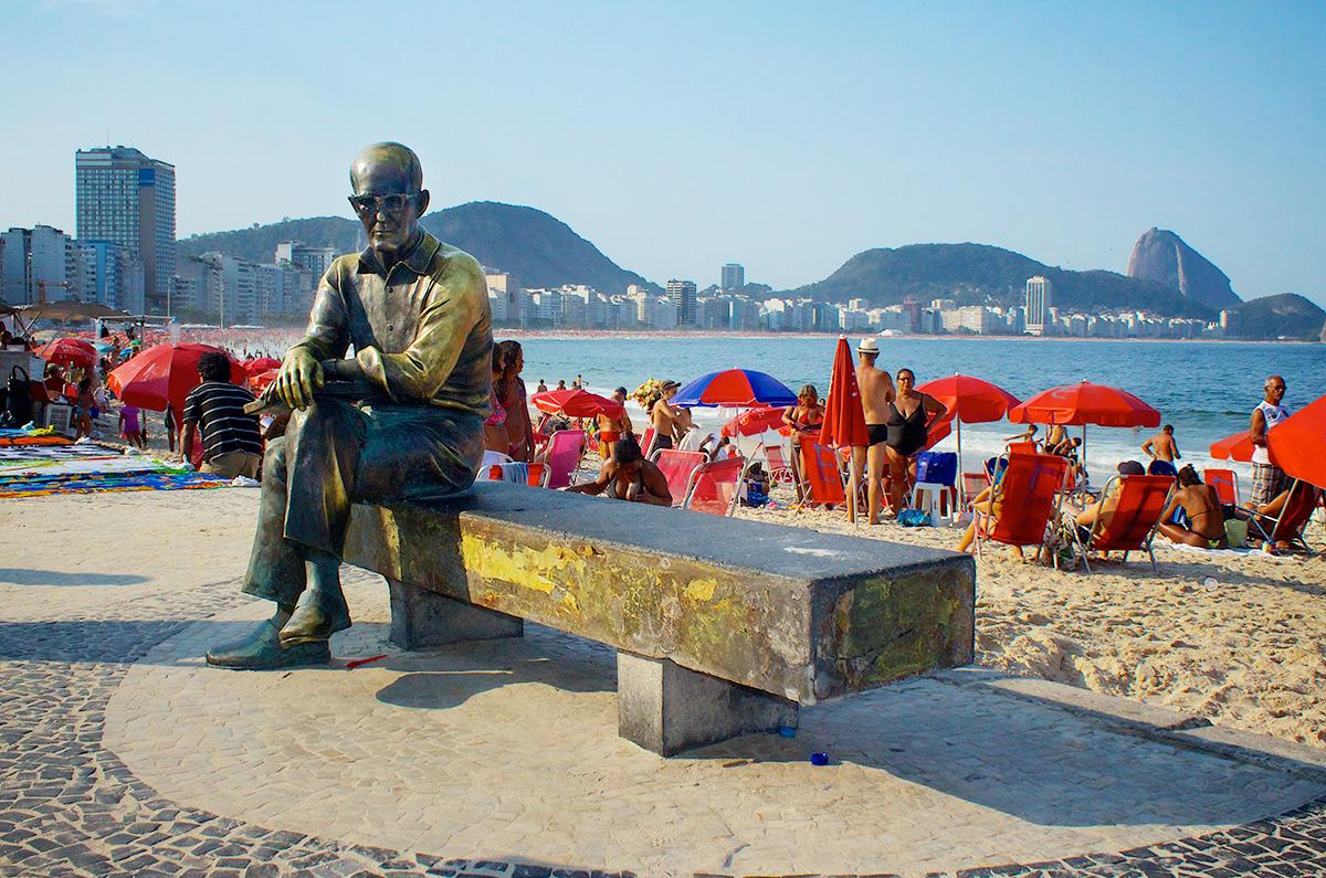 Copacabana - Estátua de Carlos Drummond de Andrade