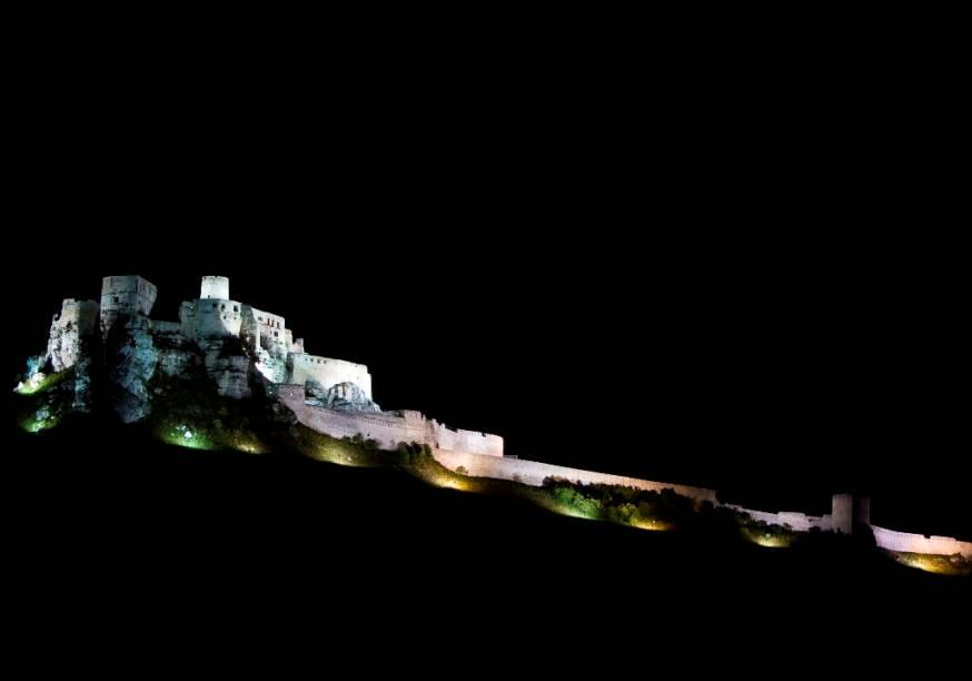 Localizado no topo de uma montanha, na região da cidade de Košice, o Castelo de Spiš é considerado uma das atrações mais imperdíveis do país. Suas ruínas estão entre as maiores e mais bem conservadas da Europa
