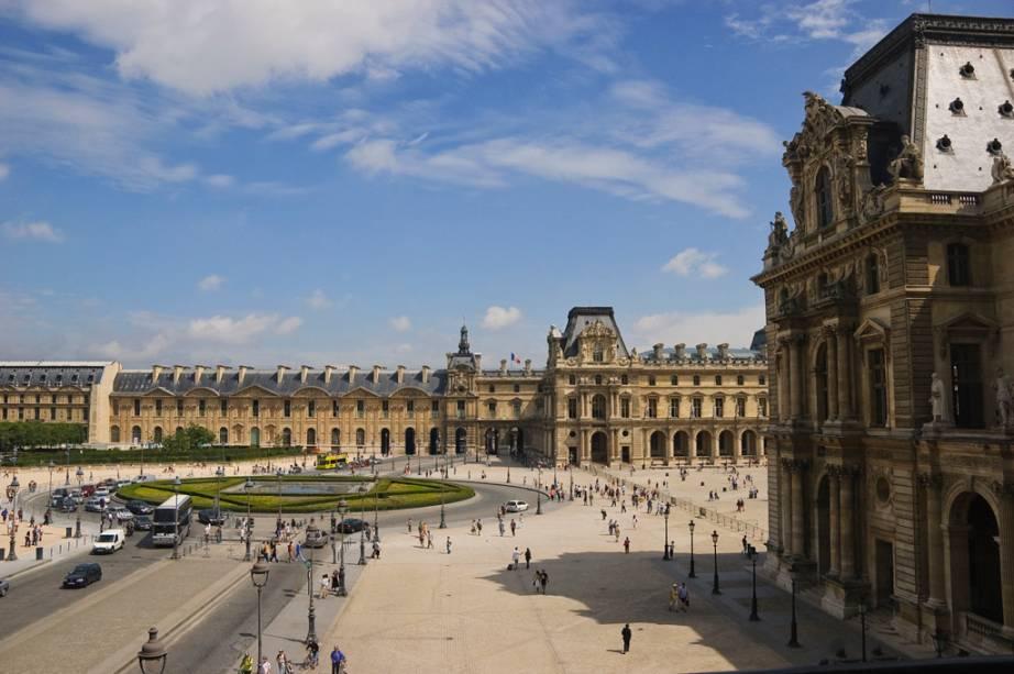 O Musée du Louvre, palácio do século 12, foi convertido na Meca da arte em 1793, quatro anos após a Revolução Francesa