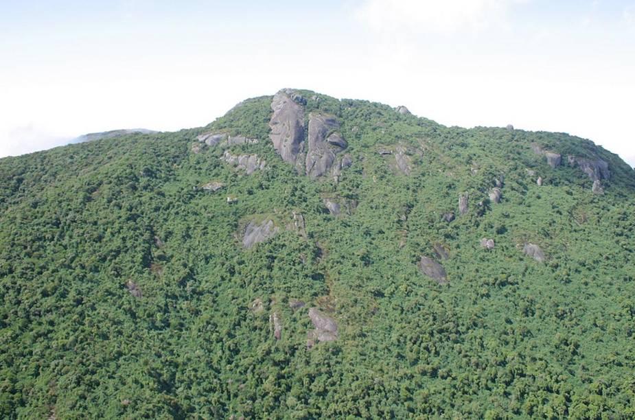 A Pedra Partida, destino de aventura para quem curte montanhismo e rapel