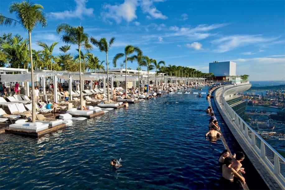 A piscina mais alta do mundo no topo do Marina Bay Sands