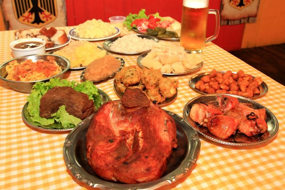 A tradicional Festa da Colônia conta com uma farta variedade de pratos típicos trazidos pelos colonizadores da região