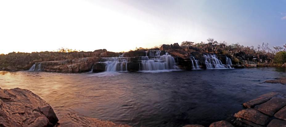 """<a href=""""http://viajeaqui.abril.com.br/cidades/br-go-chapada-dos-veadeiros"""" rel=""""Chapada dos Veadeiros"""" target=""""_blank""""><strong>Chapada dos Veadeiros</strong></a>    Cachoeira das Sete Quedas é alcançável depois de uma longa travessia à pé. Vale a pena ou não vale?"""