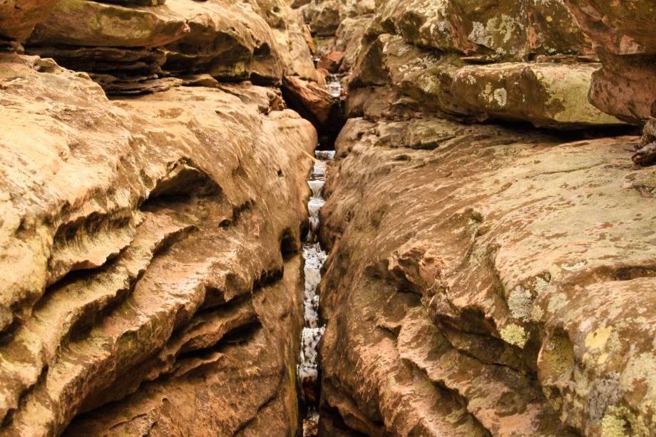 """<a href=""""http:// viajeaqui.abril.com.br/cidades/br-ba-chapada-diamantina"""" rel=""""Chapada Diamantina"""" target=""""_blank""""><strong>Chapada Diamantina</strong></a>    A Cachoeira do Ferro Doido é a maior do norte da Chapada Diamantina – uma queda de 119 metros!"""
