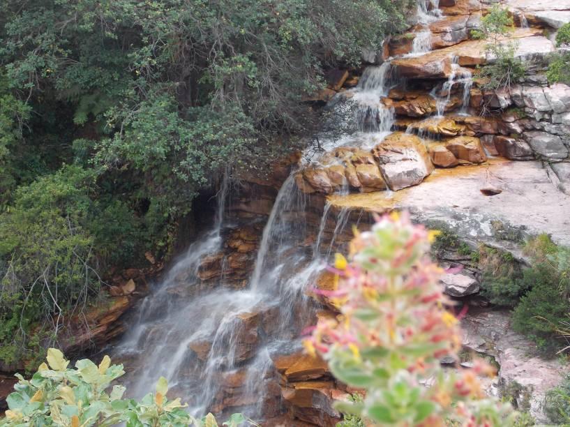 """<strong>5. Cachoeira Poço do Diabo (Lençóis)</strong> Há rapel e tirolesa para brincar no poço. A trilha para a cachoeira dura apenas 15 minutos. Ela começa ao lado de uma lanchonete na beira da estrada e não há placas. Quem tem boca...<em><a href=""""https://www.booking.com/searchresults.pt-br.html?aid=332455&lang=pt-br&sid=eedbe6de09e709d664615ac6f1b39a5d&sb=1&src=searchresults&src_elem=sb&error_url=https%3A%2F%2Fwww.booking.com%2Fsearchresults.pt-br.html%3Faid%3D332455%3Bsid%3Deedbe6de09e709d664615ac6f1b39a5d%3Bclass_interval%3D1%3Bdest_id%3D258312%3Bdest_type%3Dlandmark%3Bdtdisc%3D0%3Bfrom_sf%3D1%3Bgroup_adults%3D2%3Bgroup_children%3D0%3Binac%3D0%3Bindex_postcard%3D0%3Blabel_click%3Dundef%3Bmap%3D1%3Bno_rooms%3D1%3Boffset%3D0%3Bpostcard%3D0%3Braw_dest_type%3Dlandmark%3Broom1%3DA%252CA%3Bsb_price_type%3Dtotal%3Bsearch_selected%3D1%3Bsrc%3Dindex%3Bsrc_elem%3Dsb%3Bss%3DMorro%2520do%2520Pai%2520In%25C3%25A1cio%252C%2520%25E2%2580%258BLen%25C3%25A7%25C3%25B3is%252C%2520%25E2%2580%258BBahia%252C%2520%25E2%2580%258BBrasil%3Bss_all%3D0%3Bss_raw%3DMorro%2520do%2520Pai%2520In%25C3%25A1cio%3Bssb%3Dempty%3Bsshis%3D0%26%3B&ss=Len%C3%A7%C3%B3is%2C+%E2%80%8BBahia%2C+%E2%80%8BBrasil&ssne=Montanha+Pai+in%C3%A1cio&ssne_untouched=Montanha+Pai+in%C3%A1cio&checkin_monthday=&checkin_month=&checkin_year=&checkout_monthday=&checkout_month=&checkout_year=&no_rooms=1&group_adults=2&group_children=0&highlighted_hotels=&from_sf=1&ss_raw=Len%C3%A7%C3%B3is&ac_position=0&ac_langcode=xb&dest_id=-651759&dest_type=city&search_pageview_id=f9b98f58b0d50027&search_selected=true"""" target=""""_blank"""" rel=""""noopener"""">Busque hospedagens em Lençóis</a></em>"""