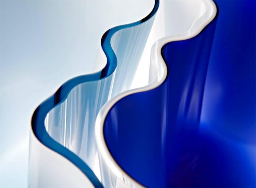 As formas orgânicas elaboradas por Alvar Aalto para o vaso Savoy são uma marca inconfundível do fluido design finlandês