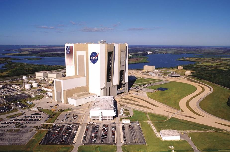 Vista geral do edifício de montagem de veículos - o tour de ônibus peloKennedy Space Center passa perto do prédio, que não recebe turistas