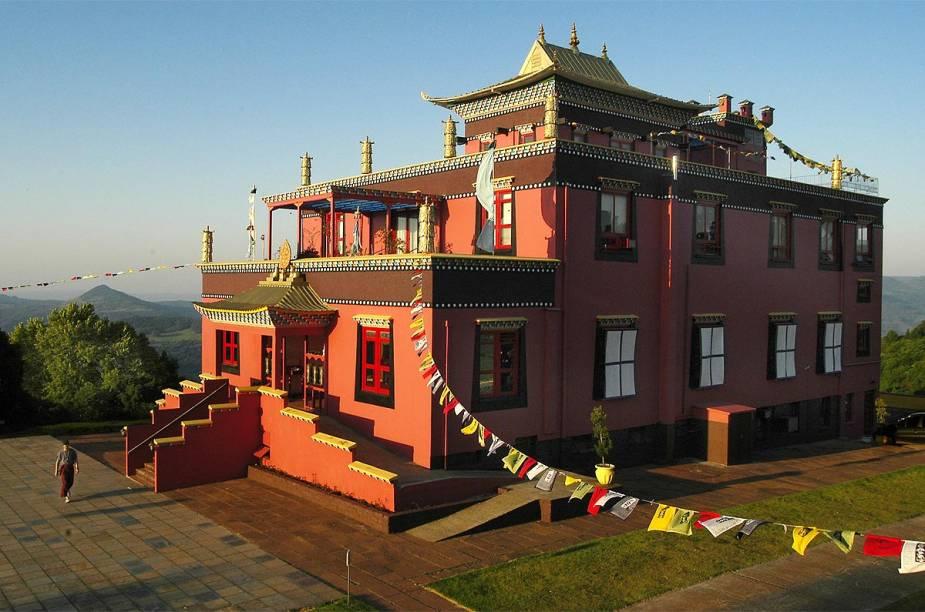 Vista lateral do La Kang - o templo foi construído e decorado de acordo com as tradições artísticas tibetanas