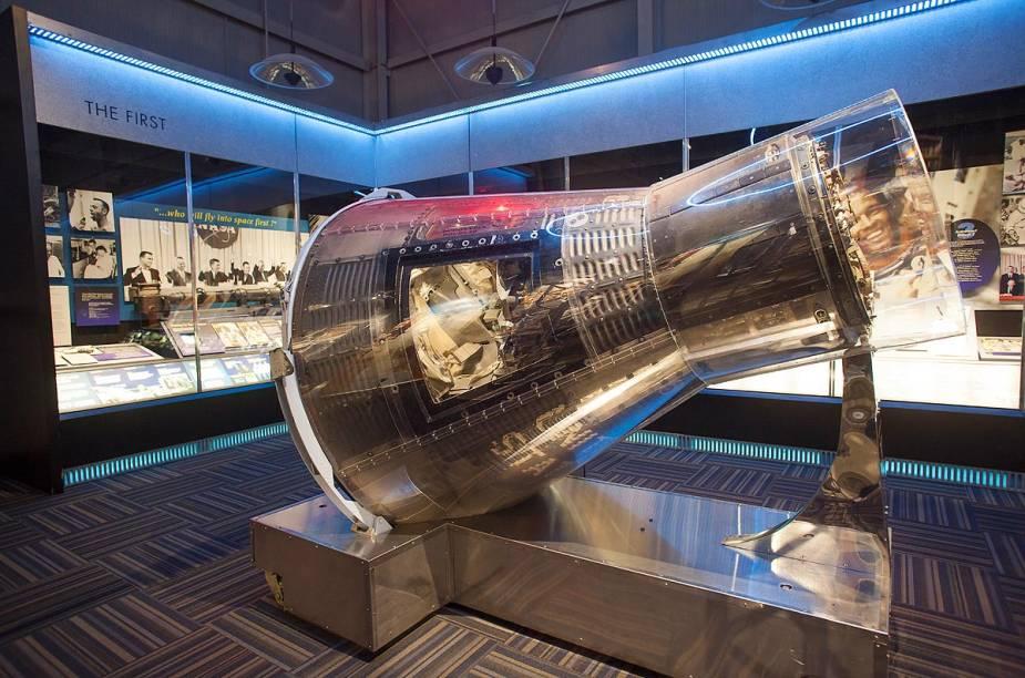 O Hall da Fama dos Astronautas fica afastado das atrações principais do Kennedy Space Center, mas a visita está inclusa no preço do ingresso; o local mostra uma enorme coleção de relíquias e cápsulas espaciais e faz uma homenagem aos astronautas