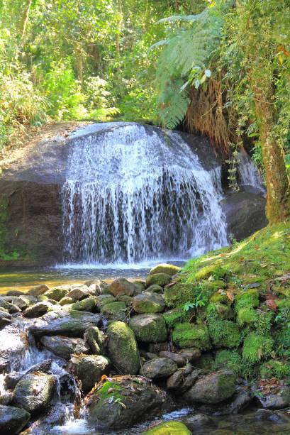 <strong>22. Vale do Alcantilado</strong>O complexo de cachoeiras tem nove quedas. O percurso total, de 1,5 quilômetro, pode ser percorrido em 1 hora – a caminhada em meio à mata é bastante íngreme. Ao fim, atinge-se a cachoeira que dá nome ao vale. Sítio Cachoeiras do Alcantilado, Vale do Alcantilado.
