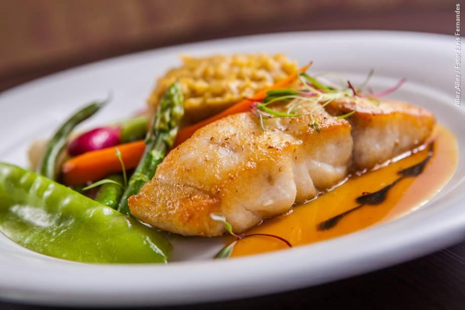 """<strong><a href=""""http://viajeaqui.abril.com.br/estabelecimentos/br-sp-sao-paulo-restaurante-allez-allez"""" rel=""""Allez, Allez!"""" target=""""_blank"""">Allez, Allez!</a></strong>            No jantar, um dos três pratos principais que o cliente pode escolher é a pescada amarela com purê de banana da terra e molho de laranja"""