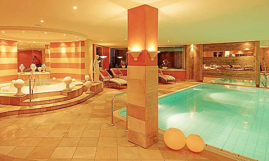 """<strong>7. Hotel Alpin Spa Tuxerhof, Tux, <a href=""""http://viajeaqui.abril.com.br/paises/austria/fotos"""" rel=""""Áustria"""" target=""""_blank"""">Áustria</a></strong>Em Tux, charmosa cidade nos Alpes austríacos onde o esqui é a principal atração, o hotel tem destaque para o spa, com 5 piscinas aquecidas, 7 saunas, áres de relaxamento internas e externas e tratamentos estéticos.Mês mais barato para se hospedar: Novembro"""