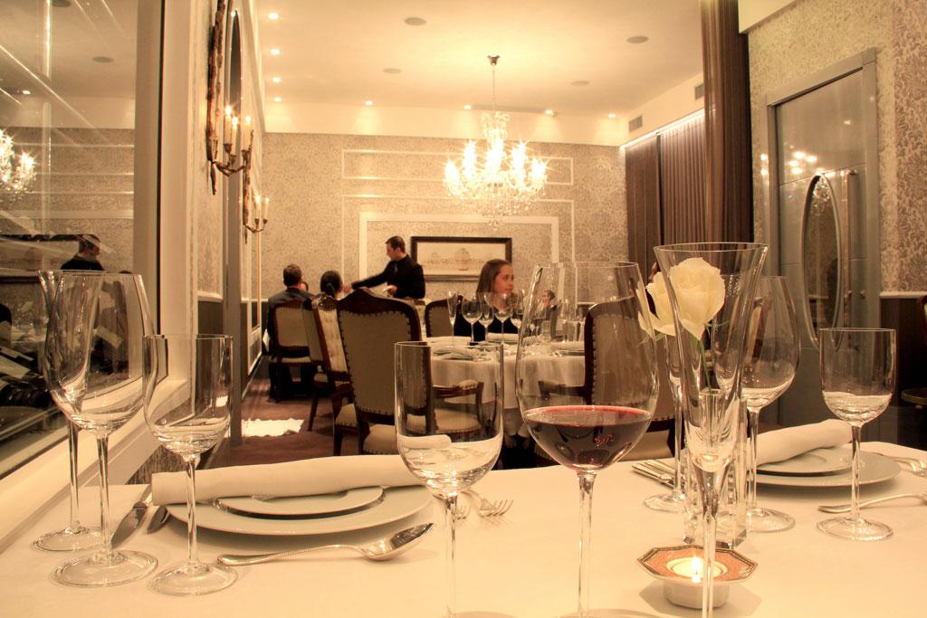 Salão do restaurante Durski, ganhador do prêmio de Melhor Carta de Vinhos