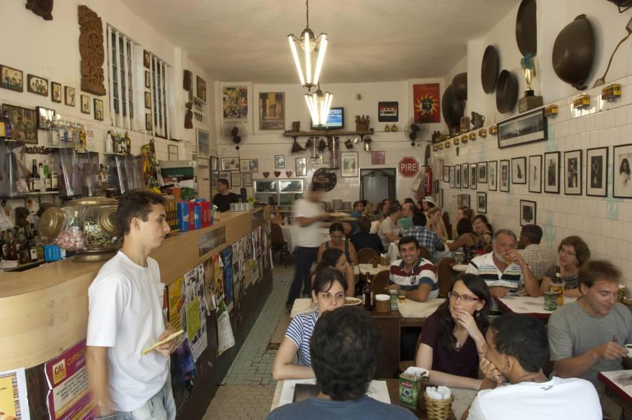 """<a href=""""http://viajeaqui.abril.com.br/estabelecimentos/br-rj-rio-de-janeiro-restaurante-bar-do-mineiro"""" rel=""""Bar do Mineiro, Rio de Janeiro: """" target=""""_blank""""><strong>Bar do Mineiro, Rio de Janeiro: </strong></a>            Além da famosa feijoada e dos pasteizinhos de feijão, a comida mineira também faz parte do cardápio."""