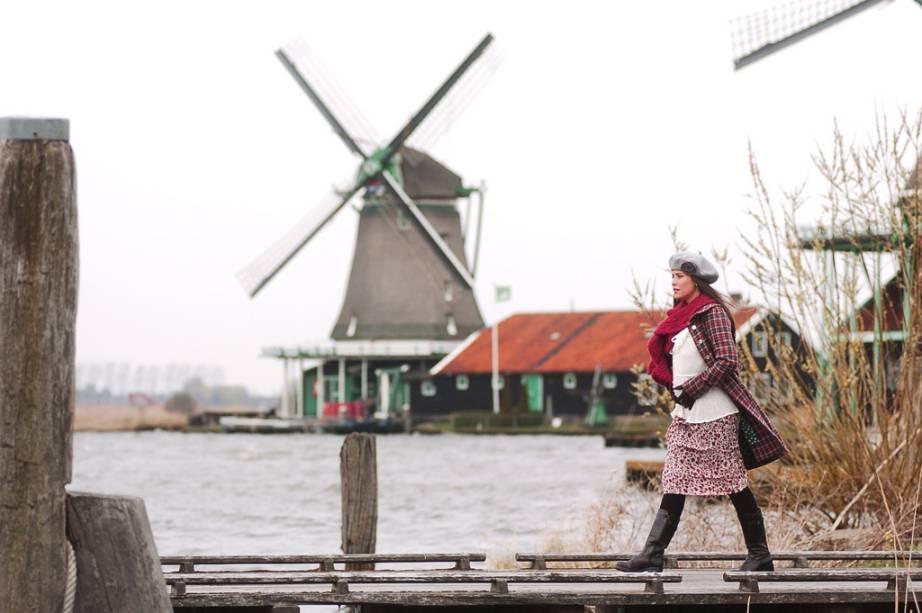 """Neste folhetim, a viagem foi para <a href=""""http://viajeaqui.abril.com.br/cidades/holanda-amsterda"""" target=""""_self"""">Amsterdã</a>. A tramagirou em torno de Nanda (foto), vivida por Fernanda Vasconcellos, que engravidou do namorado Léo (Thiago Rodrigues), com quem vivia na capital da <a href=""""http://viajeaqui.abril.com.br/paises/holanda"""" target=""""_self"""">Holanda</a>. A novela mostra bem nas primeiras cenas como a bicicleta é um meio de transporte possível e superutilizado por lá. Além de filmar em importantes <a href=""""http://viajeaqui.abril.com.br/estabelecimentos/holanda-amsterda-atracao-museu-van-gogh"""" target=""""_self"""">museus</a> de Amsterdã, explorando a vida cultural agitada da cidade"""