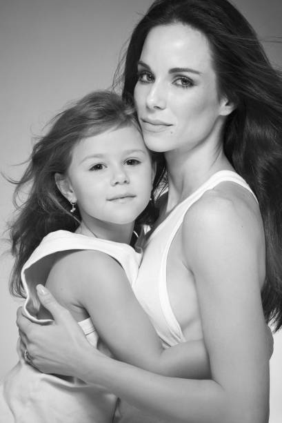 A atriz Ana Furtado e a filha Isabella