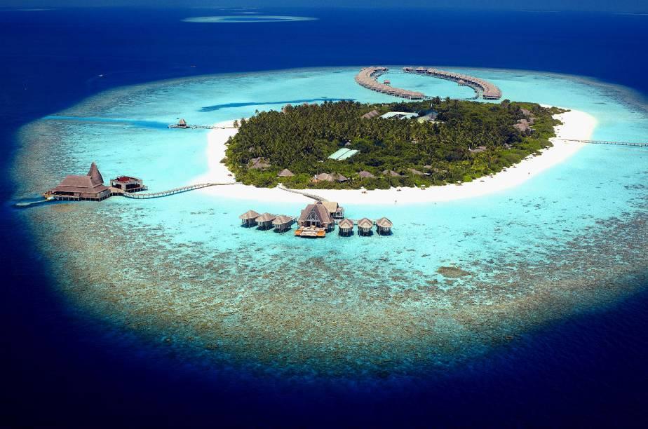 """<strong><a href=""""http://www.booking.com/hotel/mv/anantara-kihavah-villas-maldives.pt-br.html?aid=332455&label=viagemabril-hoteisflutuantes"""" rel=""""Anantara Kihavah"""" target=""""_blank"""">Anantara Kihavah</a> – Baa Atoll (Maldivas)</strong>Localizado em Baa Atoll, uma ilha de corais tropical tombada como patrimônio histórico da humanidade pela Unesco, o Anantara Kihavah é a combinação perfeita entre homem e natureza."""
