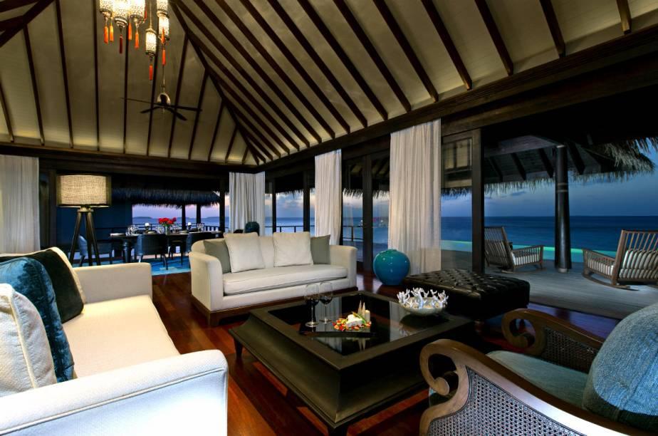 "Lounge do <a href=""http://www.booking.com/hotel/mv/anantara-kihavah-villas-maldives.pt-br.html?aid=332455&label=viagemabril-hoteisflutuantes"" rel=""Anantara Kihavah"" target=""_blank"">Anantara Kihavah</a>"