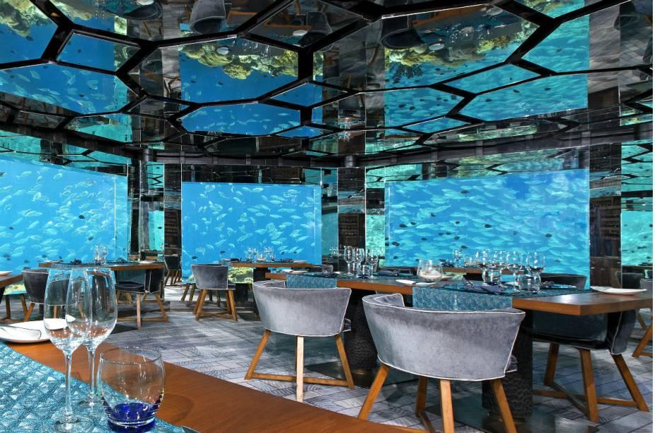 "Restaurante do <a href=""http://www.booking.com/hotel/mv/anantara-kihavah-villas-maldives.pt-br.html?aid=332455&label=viagemabril-hoteisflutuantes"" rel=""Anantara Kihavah"" target=""_blank"">Anantara Kihavah</a>"