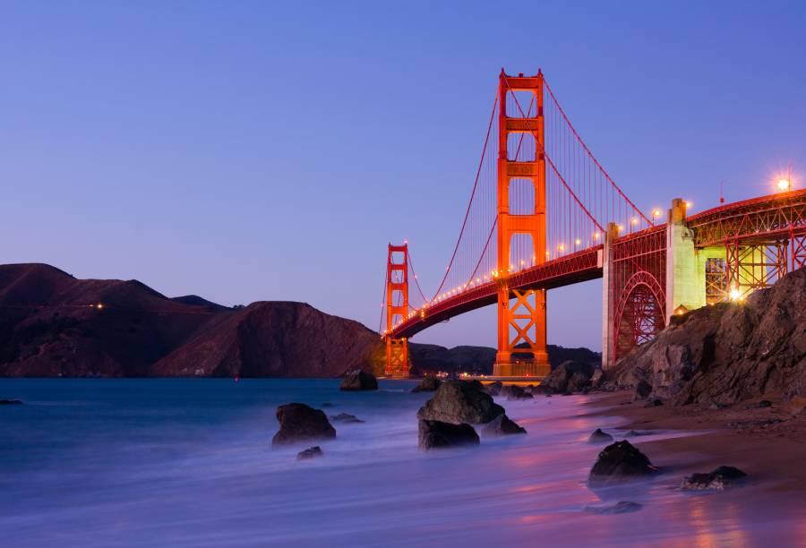 """<strong>San Francisco – 5 noites – US$ 1836</strong><br /><br />São cinco noites de hospedagem no hotel Holiday Inn Fisherman's Wharf, em apartamento duplo, durante a viagem por <a href=""""http://viajeaqui.abril.com.br/cidades/estados-unidos-san-francisco"""" rel=""""San Francisco"""">San Francisco</a>, nos <a href=""""http://viajeaqui.abril.com.br/paises/estados-unidos"""" rel=""""Estados Unidos"""">Estados Unidos</a>. O pacote ainda conta com passagem aérea Delta, em classe econômica, seguro-viagem e city pass com as principais atrações da cidade: a California Academy of Sciences; passeio de barco de 1 hora sob a Golden Gate Bridge, Ilha de Alcatraz, Angel Island State Park e a orla de São Francisco; Aquarium of the Bay; San Francisco Museum of Modern Art; Exploration ou Young Museum and Legion Honor e passeios ilimitados nos bondes.<br /><br /><strong>Quando:</strong> saídas de São Paulo ou do Rio de Janeiro, de 10 de março a 8 de dezembro<br /><strong>Pagamento:</strong> parcelado em até 12 vezes no cartão Visa, sem juros<br /><strong>Quem leva:</strong> a <strong>Trade Tours</strong> (11/3257-9788, 21/2240-8500, <a href=""""http://www.tradetours.com.br/"""">www.tradetours.com.br</a>)"""